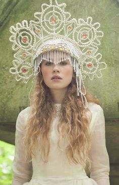 is it a hat? is it a tiara? is it a headdress? Coiffure Hair, Ethno Style, Image Mode, Russian Fashion, Russian Style, Circlet, Tiaras And Crowns, Looks Cool, Headgear