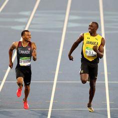 Andre De Grasse y Usain Bolt en la semifinal de los 200 metros lisos.