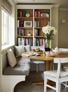 6 Fabulous Tips: Dining Furniture Makeover Thrift Stores rustic dining furniture ceilings.Outdoor Dining Furniture With Umbrella rustic dining furniture.Dining Furniture Makeover How To Paint. Banquette Seating In Kitchen, Kitchen Benches, Dining Nook, Dining Room Design, Kitchen Wood, Home Decor Kitchen, Home Kitchens, Kitchen Ideas, Kitchen Furniture