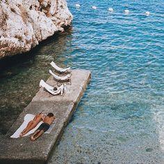 Is It Vogue? - Life is a beach - Travel Beach Pink, The Beach, European Summer, Italian Summer, Summer Feeling, Summer Vibes, Wanderlust, Summer Aesthetic, Northern Italy