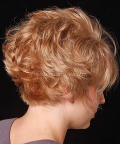 Short Wavy Casual Hairstyle with Layered Bangs - Strawberry Blonde Hair Color Short curly Layered Hairstyles Back View Short Wavy Hair, Short Hair Cuts For Women, Short Curly Hair, Curly Hair Styles, Thin Hair, Pixie Hair, Cute Short Haircuts, Cute Hairstyles For Short Hair, Trendy Hairstyles