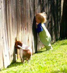Guardiamo solo 2 complici all'opera o osserviamo che la curiosità è il motore dell'intelligenza, è una robusta stampella con cui sorreggersi, è la porta aperta sulla vita? Anche sul #lavoro…