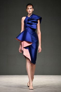 Phuong My Spring 2019 Ready-to-Wear Fashion Show Collection: See the complete Phuong My Spring 2019 Ready-to-Wear collection. Look 3 Couture Fashion, Runway Fashion, High Fashion, Fashion Trends, Sport Fashion, Womens Fashion, Couture Dresses, Fashion Dresses, Barbie Mode