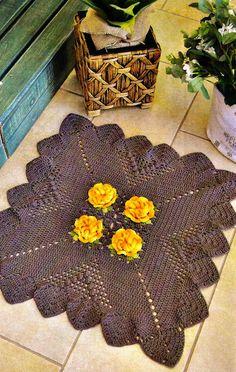 Crochet brown rug ❤️LCR-MRS ❤️ with diagrams. --- tapete croche quadrado marrom flores amarelas em croche com receita