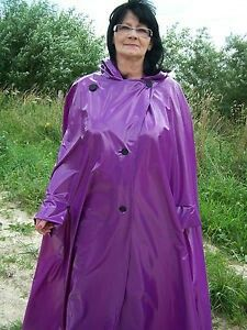 Pvc Raincoat, Hooded Raincoat, Capes, Parka, Rain Cape, Pvc Coat, Fashion Project, Future Fashion, Rain Wear