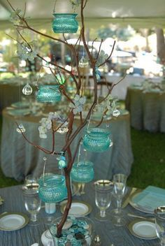 arreglos de mesa para eventos Wedding centerpiece idea. Repin by Inweddingdress.com #weddings