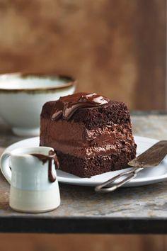 Sjokolade-mousse-terrien, Maak die poeding die vorige dag sodat dit oornag in die yskas kan stol. Sweet Desserts, Just Desserts, Sweet Recipes, Delicious Desserts, Cake Recipes, Dessert Recipes, Yummy Food, Yummy Yummy, Yummy Treats