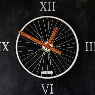 Hometalk :: This bicycle wheel clock created by Karianne (https://www.thistlewoodf…
