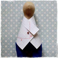 У меня, как всегда, очень простой мастер-класс для начинающих мастериц. Я сегодня одевала Хорька и решила поделиться с вами пиджаком :) Америку не открываю, но, авось, кому-нибудь пригодится. В основе моего пиджака всем известный суперпростой способ — из прямоугольника. 'Кофточки' такого плана часто одевают тильда-зайцам и куклам Снежкам или а-ля Т. Конне.