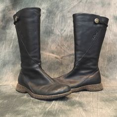 Teva Montecito Leather Boots Amazing condition! Weather leather upper. Hemp elastic band strap with natural wood button. Floral inspired non marking rubber outside for durability Teva Shoes Winter & Rain Boots