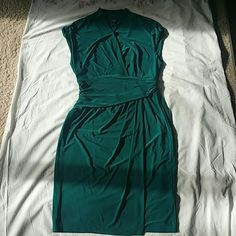 NEVER WORN CHAPS Jersey Knit Pretty Dress NWOT. Never wore but washed once. Perfect for work!Emerald/Forest Green (True color in last 2 pics Jersey Knit dress that is completely comfortable a dress you can move and breathe in. 95% polyester. Lost my job down down Chicago so I have no where to where this beautiful dress ! Chaps Dresses Midi