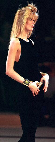 Chanel FW 1996 Chanel Runway, Trophy Wife, Linda Evangelista, Claudia Schiffer, International Fashion, Vintage Chanel, Mode Style, Sexy Hot Girls, Fashion History