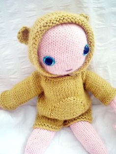 Claire Garland: knitting patterns, dolls and inspiration: FREE PATTERN: Baby bear Knitting Dolls Free Patterns, Knitted Dolls Free, Knitting For Kids, Crochet Dolls, Baby Patterns, Knitting Projects, Knitted Baby, Free Knitting, Knitted Animals