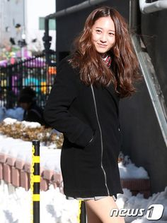 Krystal's high school teacher reveals how she was as a student Krystal Jung Fashion, Krystal Fx, High School Graduation, Long Time Ago, Performing Arts, Victoria, Photoshoot, Seoul, Amber