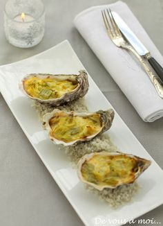 : Hot Oysters with Leeks, Curry White Butter - Trend Appetizer Fine Dining 2019 Grilled Oysters, Grilled Seafood, Seafood Appetizers, Seafood Dishes, Yummy Appetizers, Appetizer Recipes, Clam Recipes, Oyster Recipes, Seafood Recipes