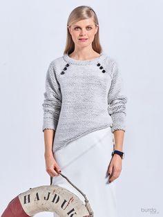 maglia: ecco un modello, adatto anche alle principianti, caratterizzato dai grossi bottoni sulle cuciture  delle maniche raglan.burdastyle 10 2016