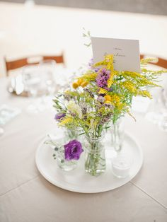 Spanish country wedding flowers table centres // photography www.padilla-rigau.com