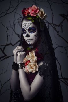Sugar skull Halloween look Sugar Skull Girl, Sugar Skull Makeup, Sugar Skulls, Candy Skulls, Dead Makeup, Makeup Art, Makeup Ideas, Maquillaje Sugar Skull, All Souls Day