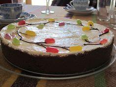Annan Ihmemaa: Pääsiäiskakku Finnish Recipes, Easter Recipes, Easter Food, No Bake Desserts, Cheesecakes, Baking Recipes, Food And Drink, Pudding, Cooking