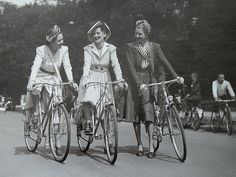 Cycling in Paris, vintage style