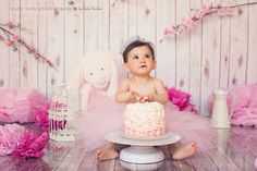 Cake smash session baby girl pink cute crown tutu paper flowers props photography by Pure Love Photography Mexico - Chechu PezzolanoFacebook: https://www.facebook.com/PureLovePhotographyMexico Follow me on instagram: https://instagram.com/chechupezzolanophotography/