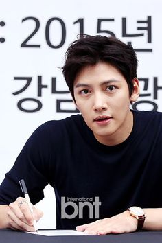 Actor Ji Chang Wook held a fan sign on the afternoon of August at the Gangnam Tourist Information Centre in Apugujeong, Seoul. Ji Chang Wook Smile, Ji Chang Wook Healer, Ji Chan Wook, Korean Star, Korean Men, Asian Actors, Korean Actors, Ji Chang Wook Photoshoot, Choi Jin