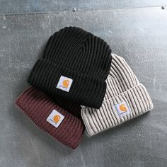 The Carhartt Rib Knit beanie is a staple to any headwear collection. These unique beanies have a thick knit, acrylic construction keeps them warm, yet remains breathable, making this a great look, appropriate for any day of the year. Casual Fall Outfits, Fall Winter Outfits, Cool Outfits, Cute Beanies, Cute Hats, My Life Style, My Style, Beanie Outfit, Accesorios Casual