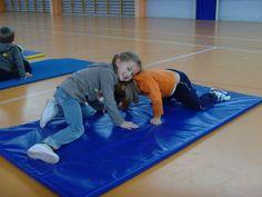 jeux d'opposition - suite - Le blog de delphine Judo, Classroom Organisation, Delphine, Beach Mat, Cycling, Preschool, Outdoor Blanket, Education, Plein Air