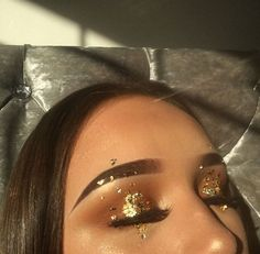 Gold flakes eye makeup ☀️✨
