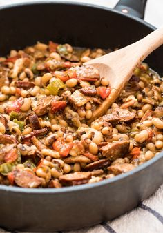 Authentic Hoppin' John Recipe: This Black Eyed Pea Recipe is packed with zesty southern flavor! Serve Peas and Rice as a main dish or side Authentic Hoppin' John Recipe: This Black Eyed Pea Recipe is packed with zesty southern flavor! Southern Dishes, Southern Recipes, Southern Food, Southern Hospitality, Pea Recipes, Healthy Recipes, Side Recipes, Vegetable Recipes, Recipes