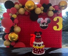 Find the best ideas to have a cute red Minnie Mouse Party using only modern details to make a lot of style on this girl's birthday. Mickey Mouse Backdrop, Mickey Mouse Theme Party, Minnie Mouse Decorations, Minnie Mouse Balloons, Red Minnie Mouse, Mini Mouse Birthday Cake, Red Birthday Party, Mickey Mouse Clubhouse Birthday, Mickey Mouse Birthday