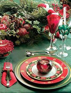 Christmas tablescape or tablesetting Decorations Christmas, Centerpiece Christmas, Christmas Table Settings, Christmas Tablescapes, Holiday Tables, Holiday Decor, Centerpiece Decorations, Christmas China, Christmas And New Year