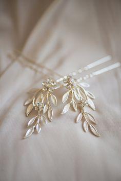 Classic Crimson and Champagne Fall Wedding   Virginia Wedding   Classic gold wedding hairpiece
