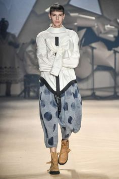 Apostando todo al denim, Amapô, presentó su colección en la semana de la moda de Sao Paulo, con una propuesta oversize