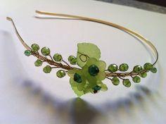 He encontrado este interesante anuncio de Etsy en https://www.etsy.com/es/listing/153708411/wire-wrap-jewelry-green-tiara-headband