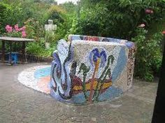 Afbeeldingsresultaat voor tuinbank beton mozaiek