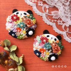 Japanese Bag, Japanese Flowers, Jewelry Crafts, Jewelry Art, Diy Buttons, My Sewing Room, Beaded Bags, Cute Diys, Fabric Jewelry