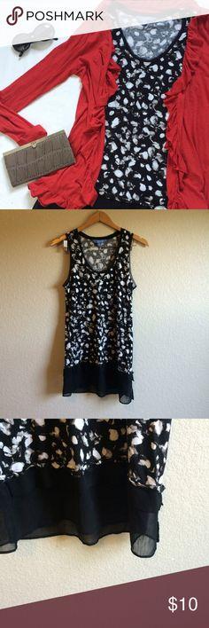 "Simply Vera Wang • Tunic This abstract print tunic has chiffon trim. Slight fuzz to the fabric as shown.  Length➝30"" Bust flat➝17"" Simply Vera Vera Wang Tops Tunics"