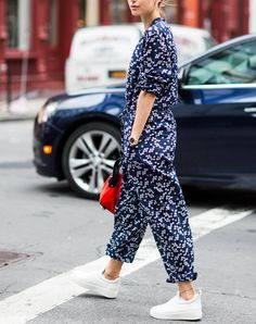 15 Outfits to Wear with Your New White Sneakers via @PureWow