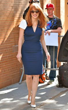 Jessica Chastain shows off her curves in a lovely blue frock!