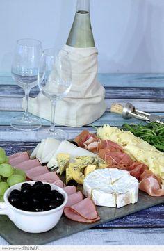 Talerz Przekąsek do Wina Healthy Dishes, Healthy Snacks, Healthy Recipes, Cocktail Party Food, Good Food, Yummy Food, Party Snacks, Food Design, Finger Foods