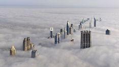 Dubai, la vista desde el rascacielos BurjKhalifa.  La altura del edificio es de 828 metros, 163 pisos