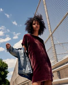Fall is officially here, and Madewell has just the prescription for your cold weather blues. The American fashion brand offers laid-back layering including the season's breakout fabric—velvet. From distressed denim to ruffled tops and chunky knit sweaters, these autumn looks will take your wardrobe to new heights. New sneaker silhouettes and slim scarves finish the... [Read More]