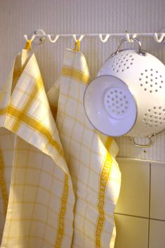 sunny kitchen towels