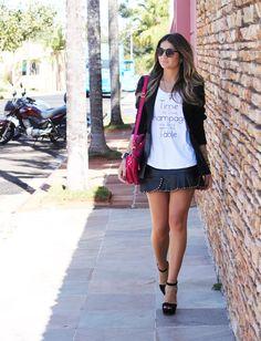 mini saia + camiseta + blazer  Thassia