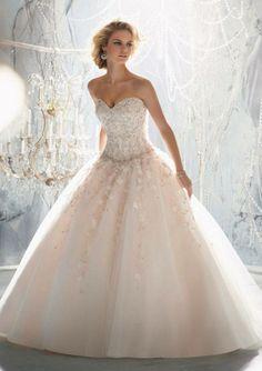 Vestido de novia corte princesa de Pronovias.