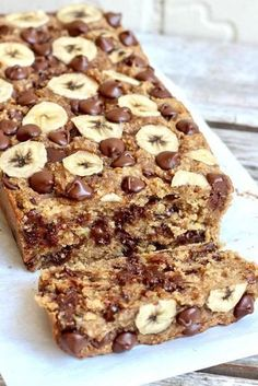 It's unbelievable this banana bread is made with just 4 ingredients: bananas, oats, peanut butter & chocolate chips. That's it and it's so AMAZING! Here I go again! Baking flourless bread with a few simple ingredients that turns out so delicious you'll never miss the flour, butter, oil, eggs or sugars it doesn't have in...