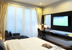HANOI LEGACY HOTEL - BAT SU  Property Location Located in Hanoi (Hoan Kiem) Hanoi Legacy Hotel - Bat Su is minutes from Vietnamese National Tuong Theatre and Bach Ma Temple. This family-friendly hotel is within close proximity of Dong Xuan Market and Hang Gai Street.Rooms  EUR 32.01  Meer informatie  #vakantie http://vakantienaar.eu - http://facebook.com/vakantienaar.eu - https://start.me/p/VRobeo/vakantie-pagina