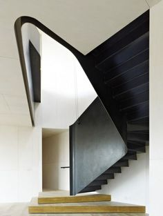 Inventive Staircase Design Tips for the Home – Voyage Afield Iron Staircase, Staircase Design, Staircase Ideas, Big Design, House Design, Traditional Staircase, Beautiful Stairs, Floating Stairs, Interior Stairs
