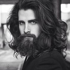 Mein Mann hat lange Haare, so etwas wie Luca Sguazzini, nur mehr lockig & bla . Hairy Men, Bearded Men, Hair And Beard Styles, Curly Hair Styles, Sexy Bart, Long Hair Beard, Long Hair Man, Beards And Hair, Long Beards